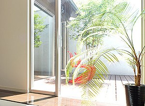 balkont r nach au en ffnend kaufen g nstige preise. Black Bedroom Furniture Sets. Home Design Ideas